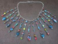 Halskette aus türkisfarbenen Perlen
